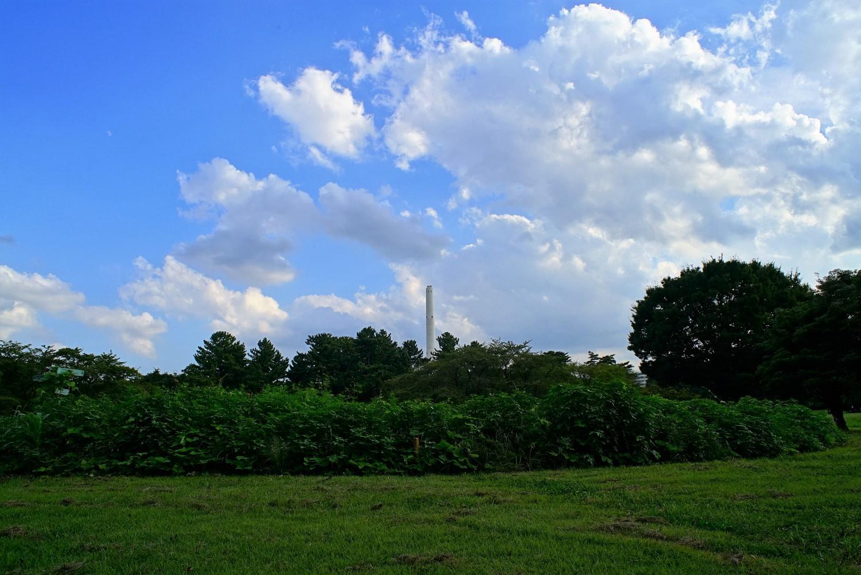 히카리가오카 공원의 초록과 청소 공장의 굴뚝