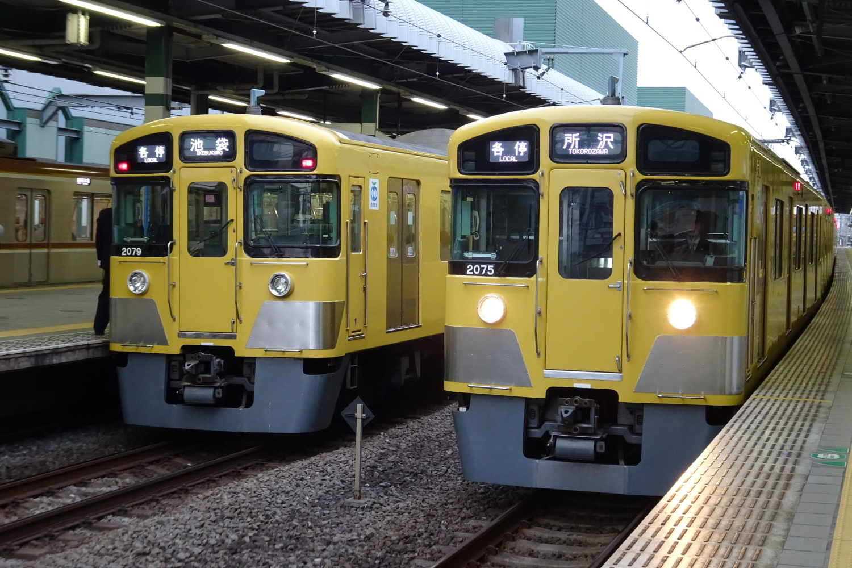 幸福的黄色的地铁图片