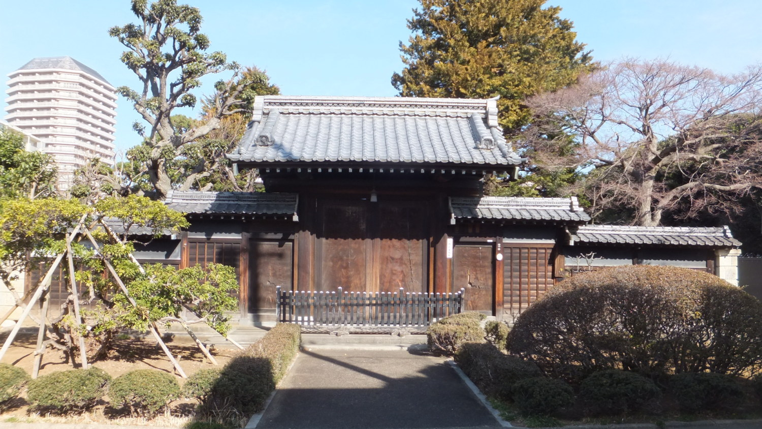 Is it samurai residence? It is the gate image of this