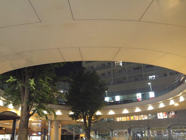 오이즈미가쿠엔역의 남쪽 출입구 로터리