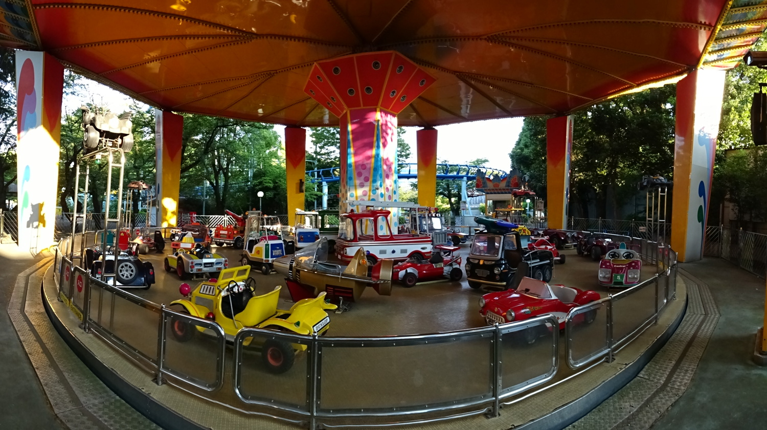 Merry-go-round of super car
