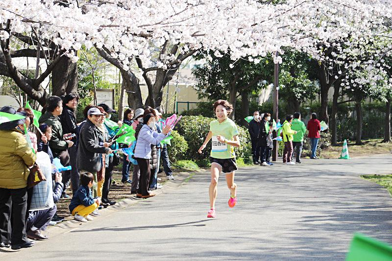 We pay attention to run of the first runner! Image