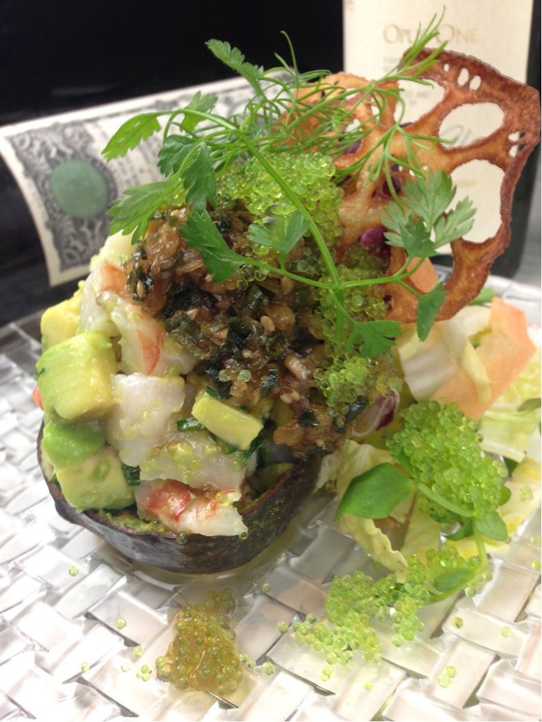 蝦和牛油果的桶桶