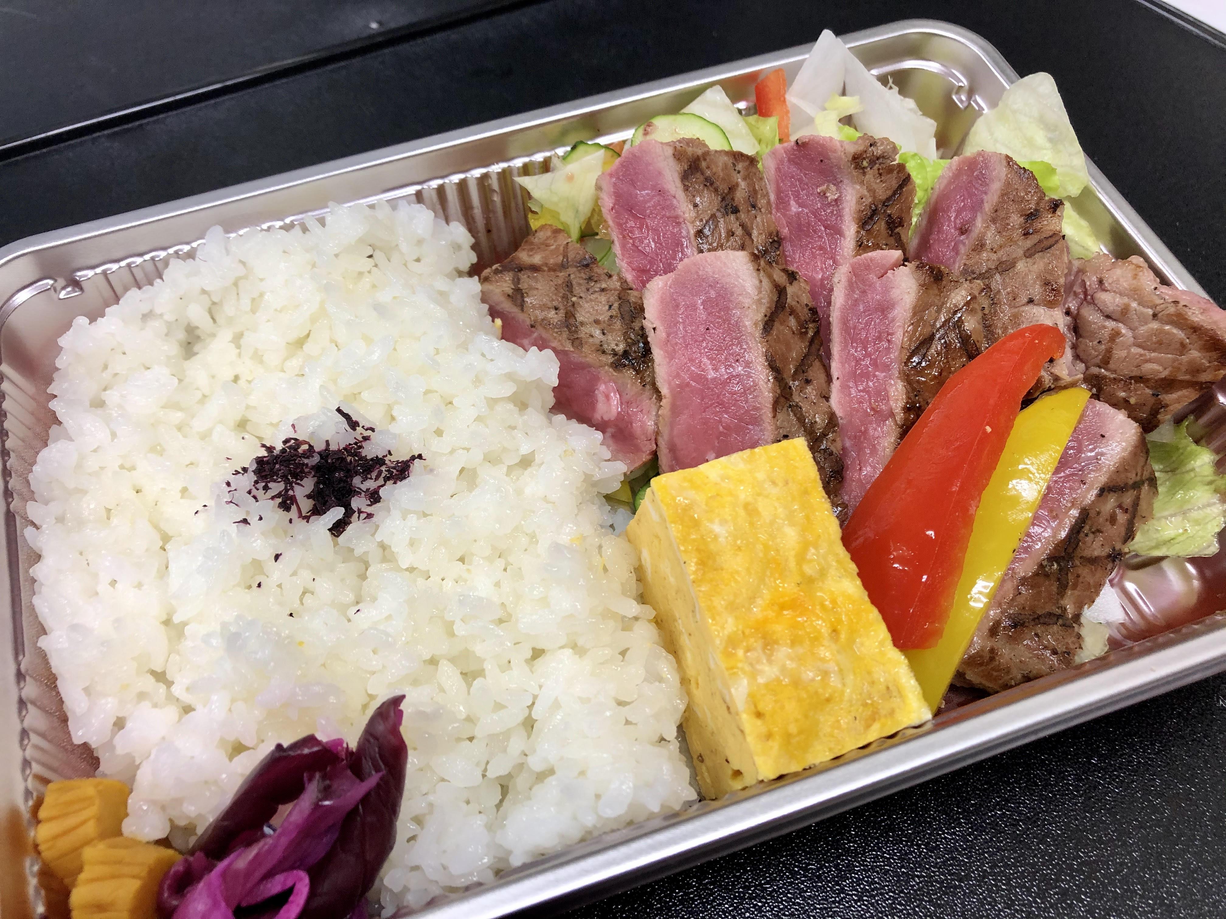 焙燒牛排盒飯圖片