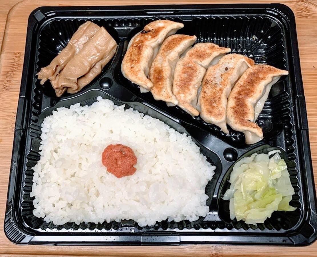 肉汁煎餃子盒飯