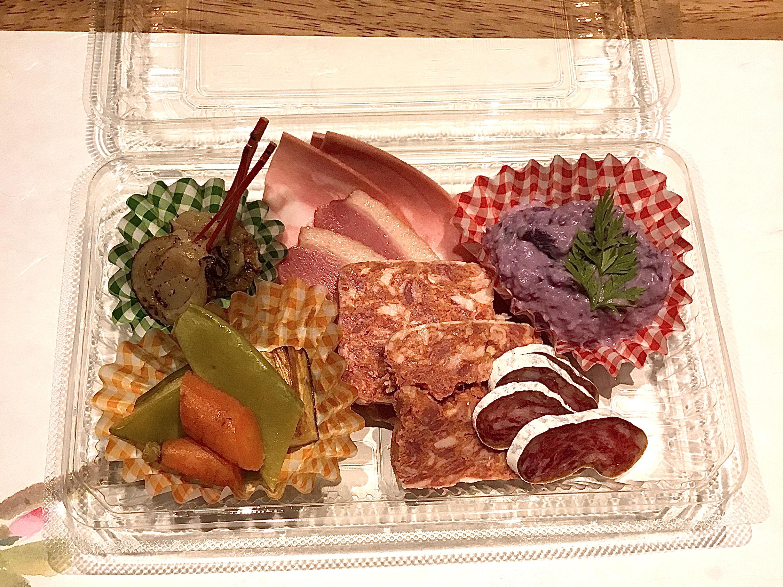 在冷盤方面奢侈的拼盤菜